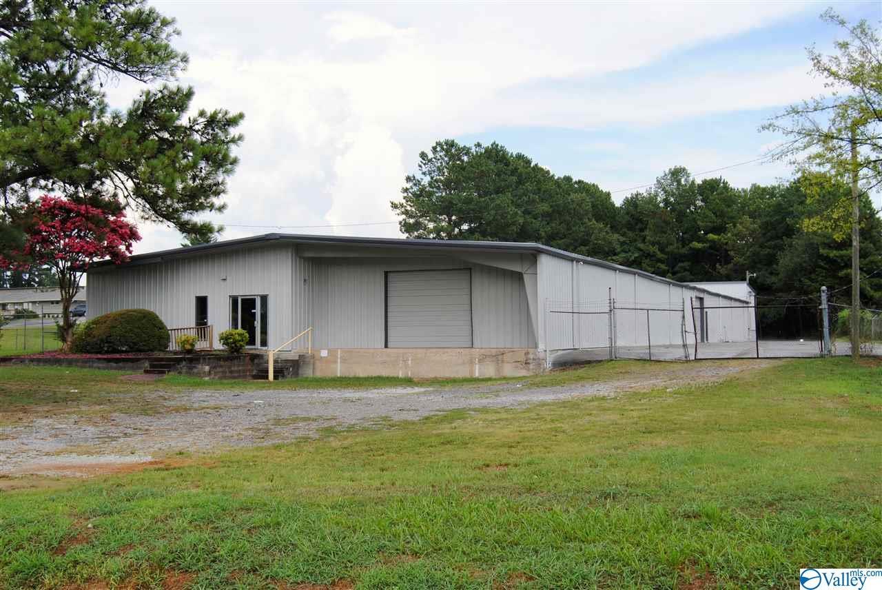 Photo of home for sale at 835 Mcentire Lane, Decatur AL