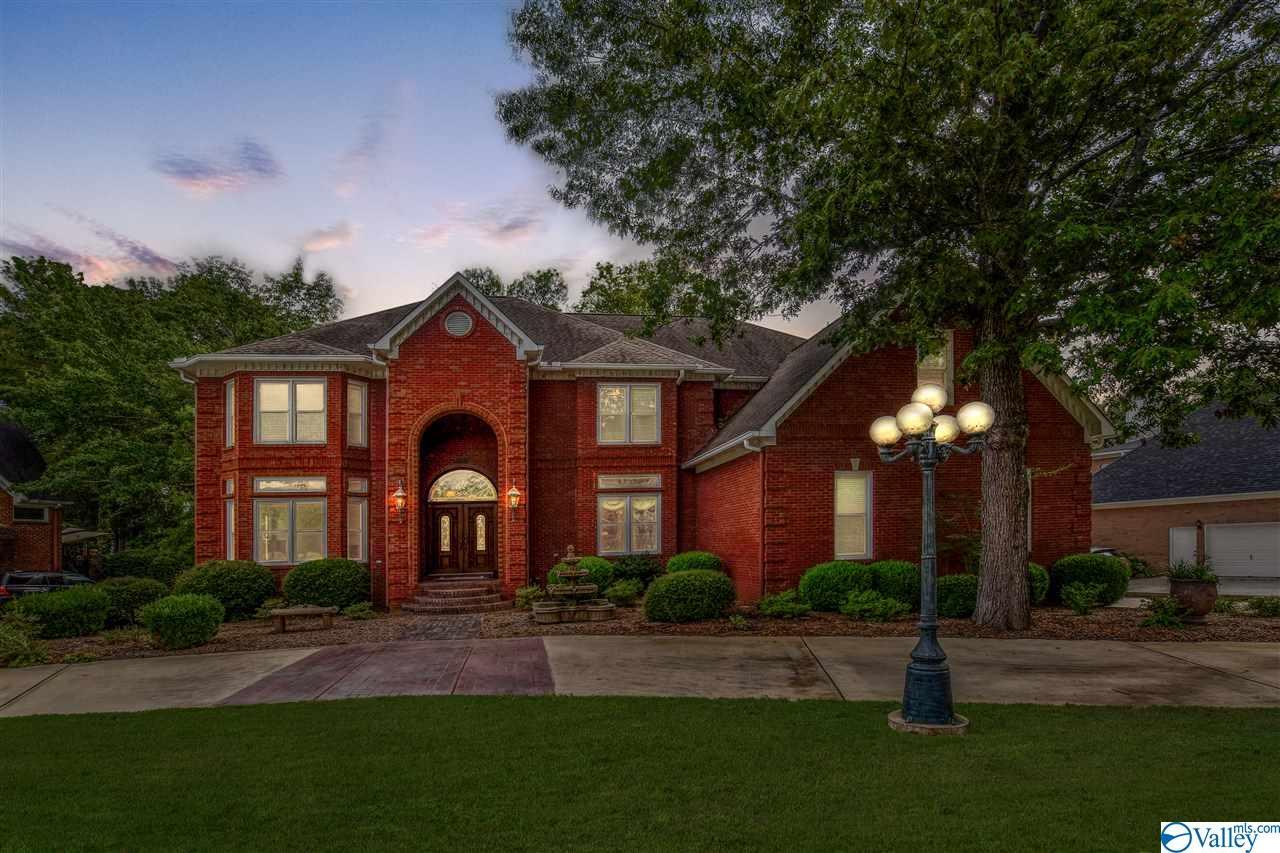 Property for sale at 2924 Honors Row, Hampton Cove,  Alabama 35763