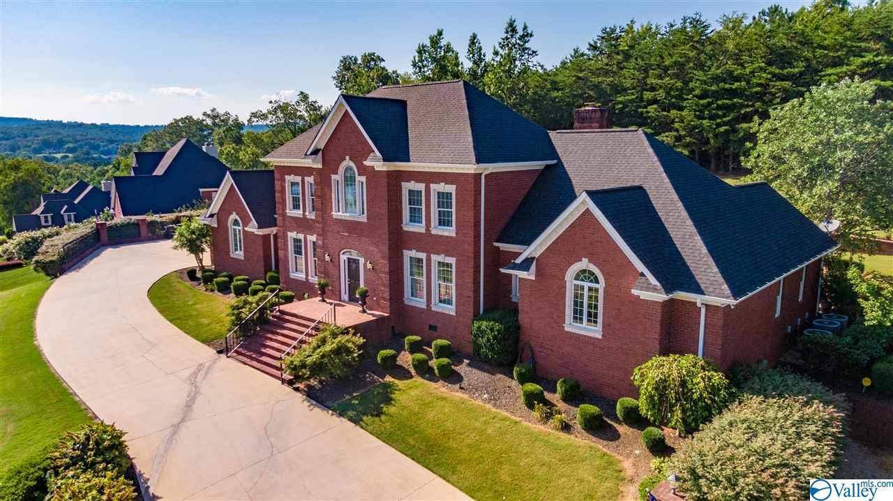 Photo of home for sale at 7102 Portobello Road, Fort Payne AL