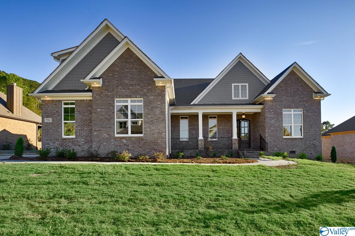 Photo of home for sale at 750 Indian Ridge Drive, Huntsville AL