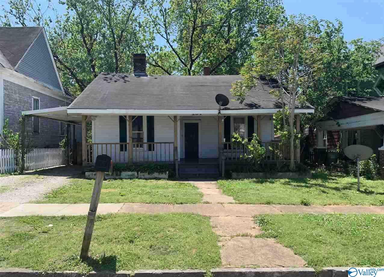 Photo of home for sale at 209 Prospect Drive, Decatur AL