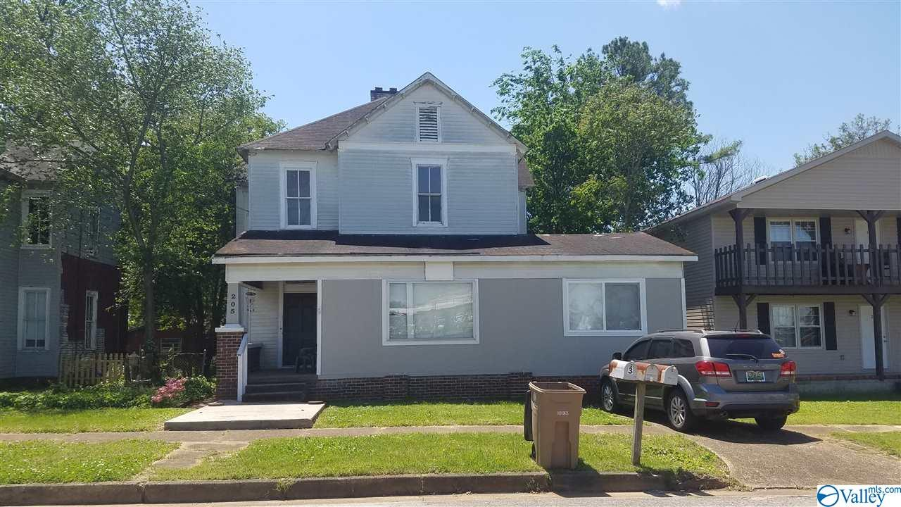 Photo of home for sale at 205 Prospect Drive, Decatur AL
