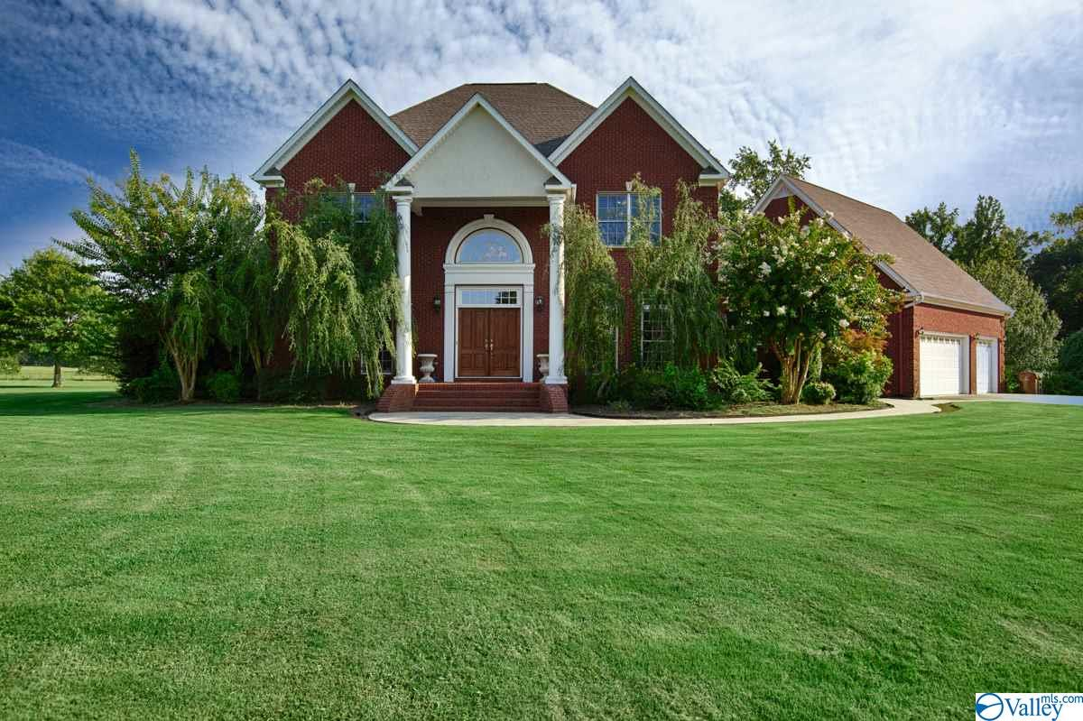 Photo of home for sale at 1230 Salem Road, Hartselle AL