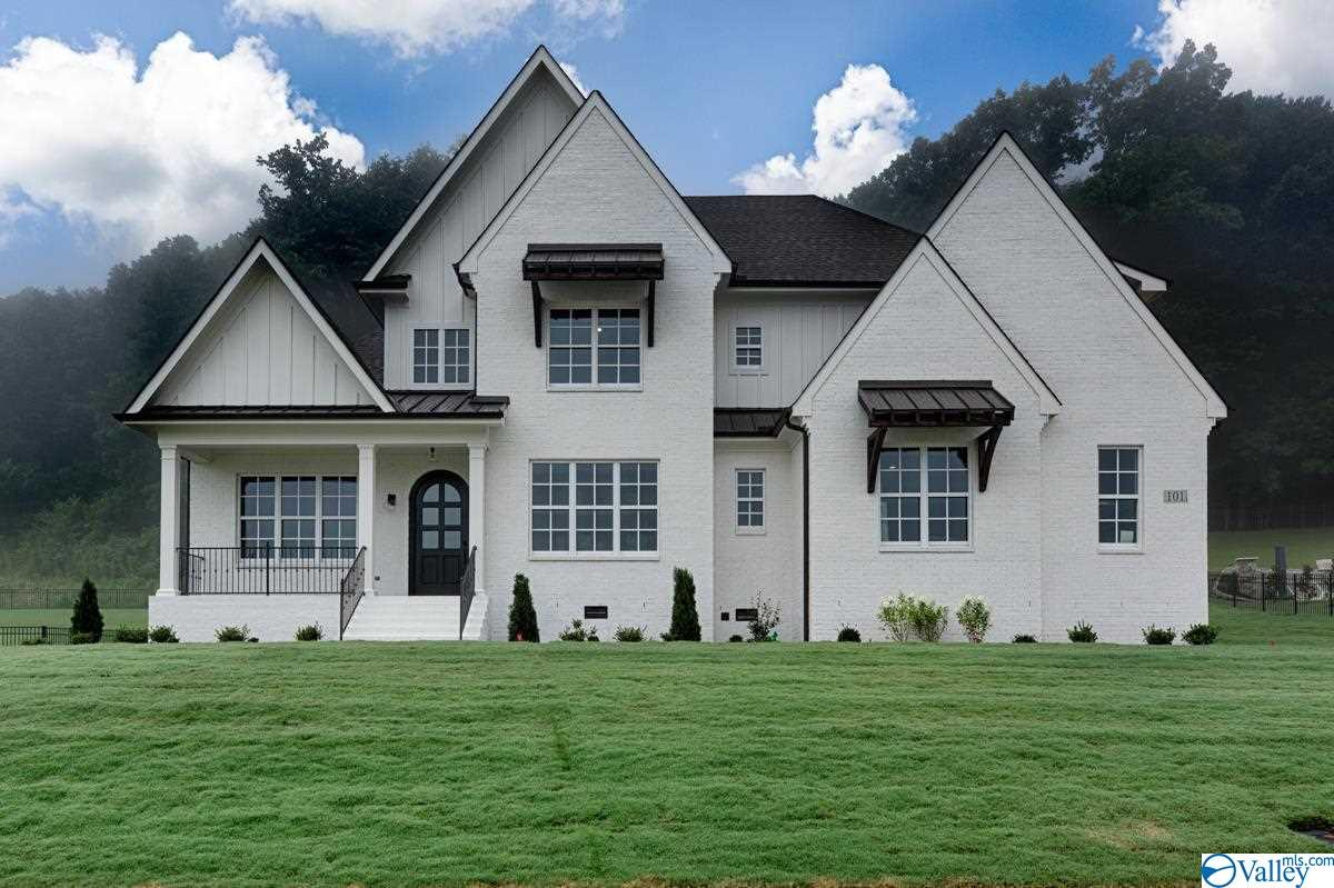 Photo of home for sale at 101 Mcmullen Lane, Gurley AL