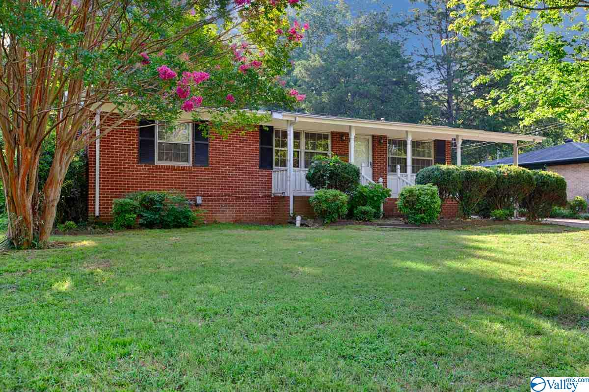 Photo of home for sale at 2022 Rodgers Drive, Huntsville AL