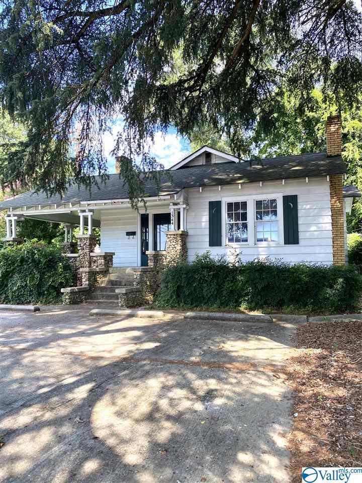 Photo of home for sale at 1344 Rayburn Avenue, Guntersville AL