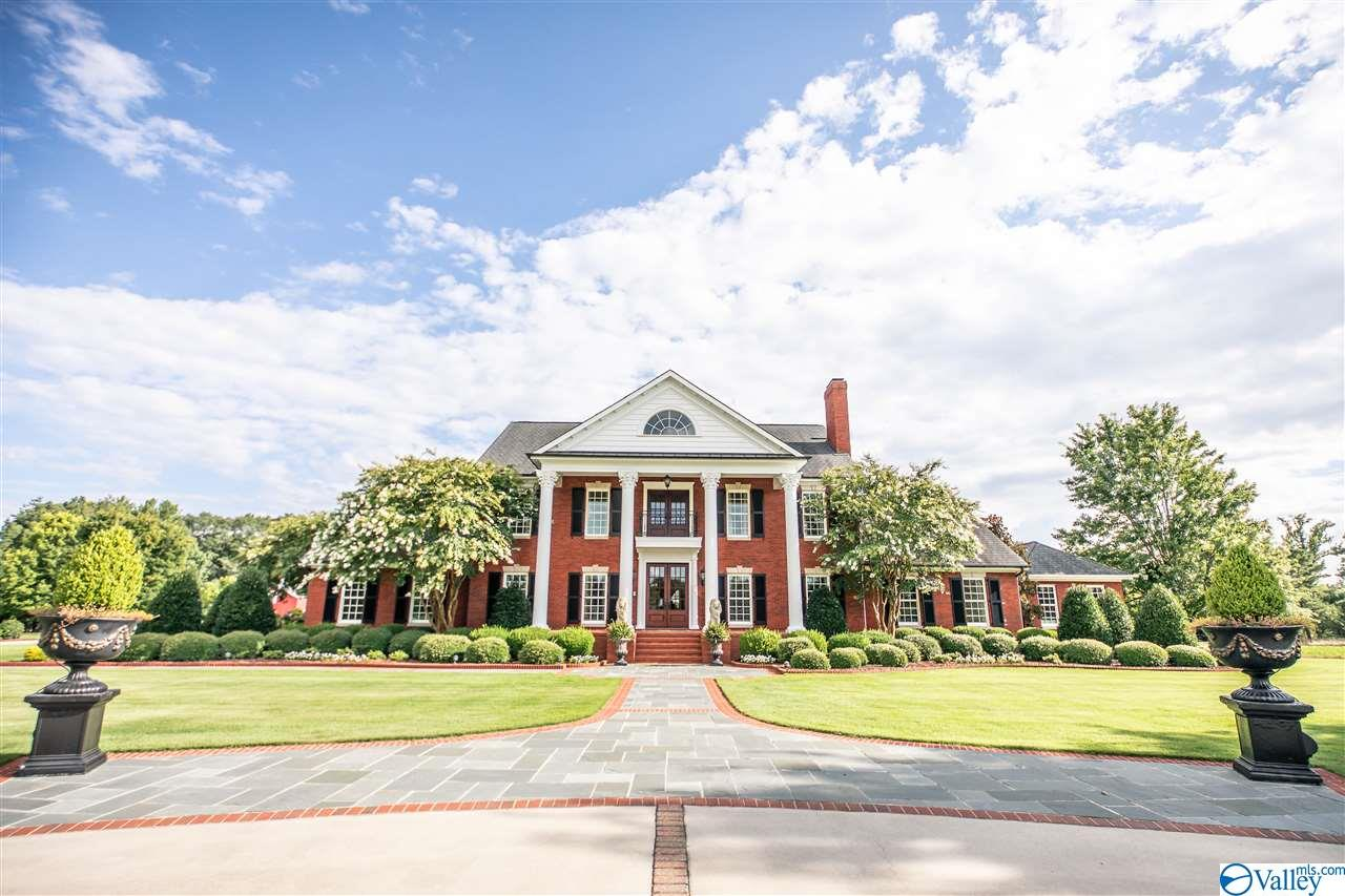 Photo of home for sale at 3090 Celestial Drive, Hartselle AL