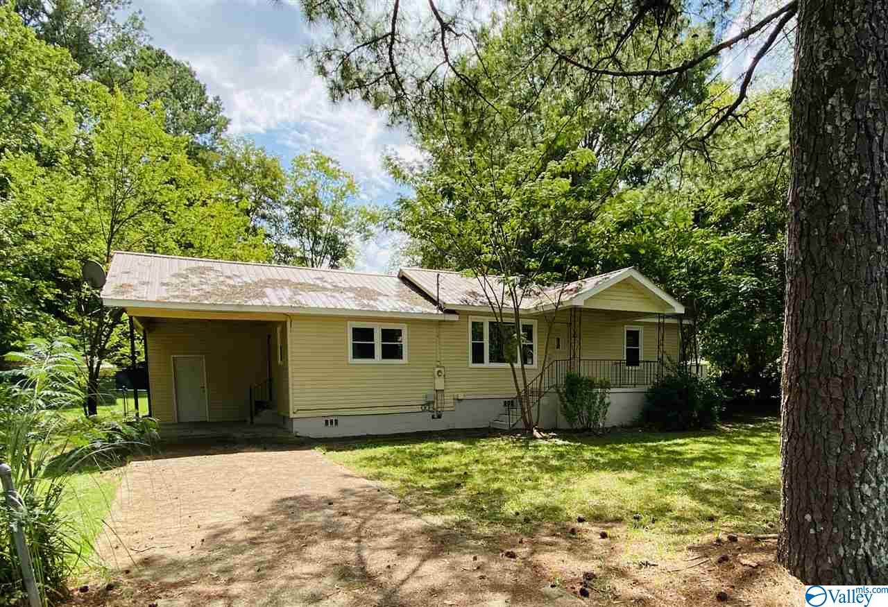 Photo of home for sale at 517 Etowah Street, Attalla AL
