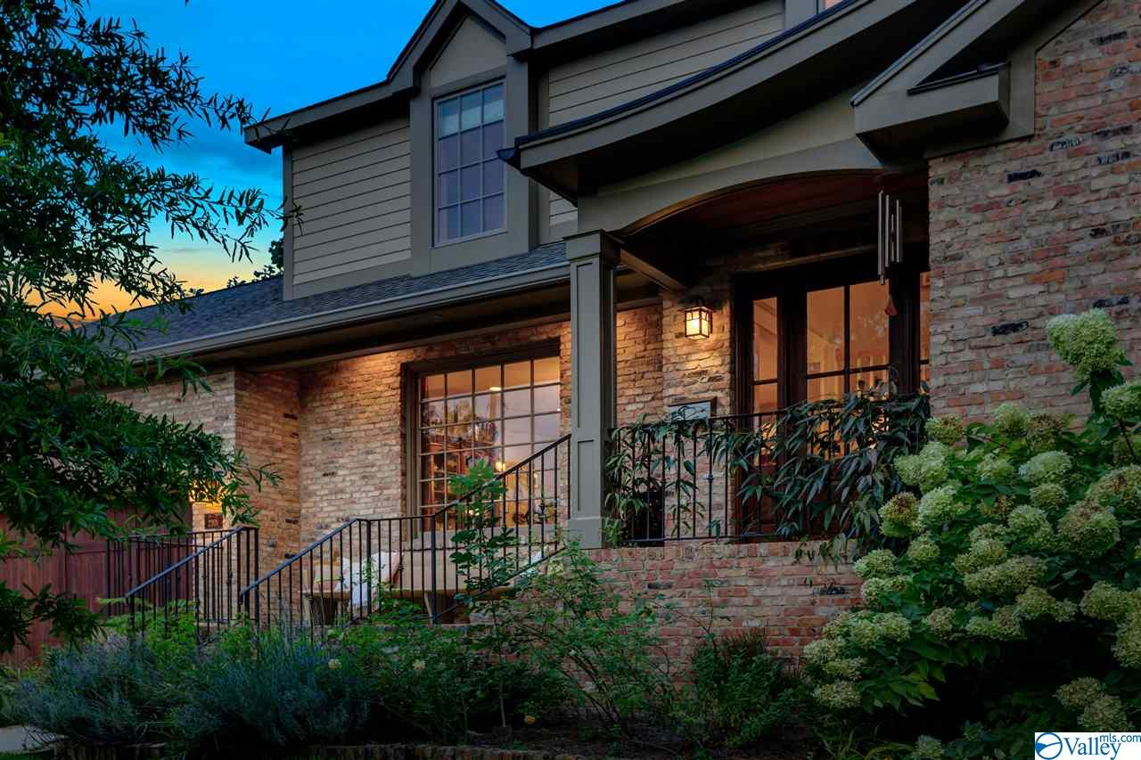Photo of home for sale at 2201 Lytle Street, Huntsville AL