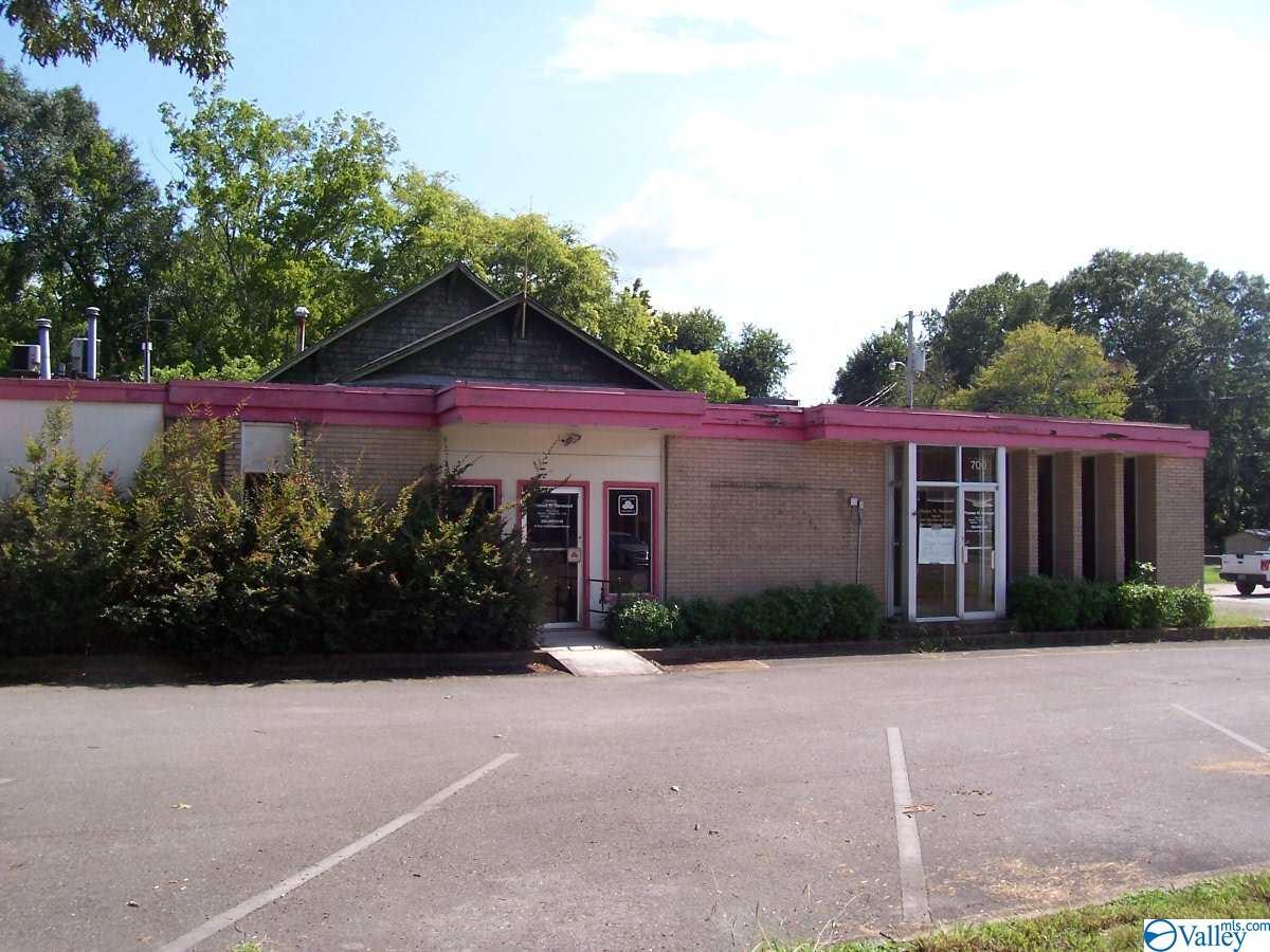 Photo of home for sale at 700 Laurel Street, Scottsboro AL