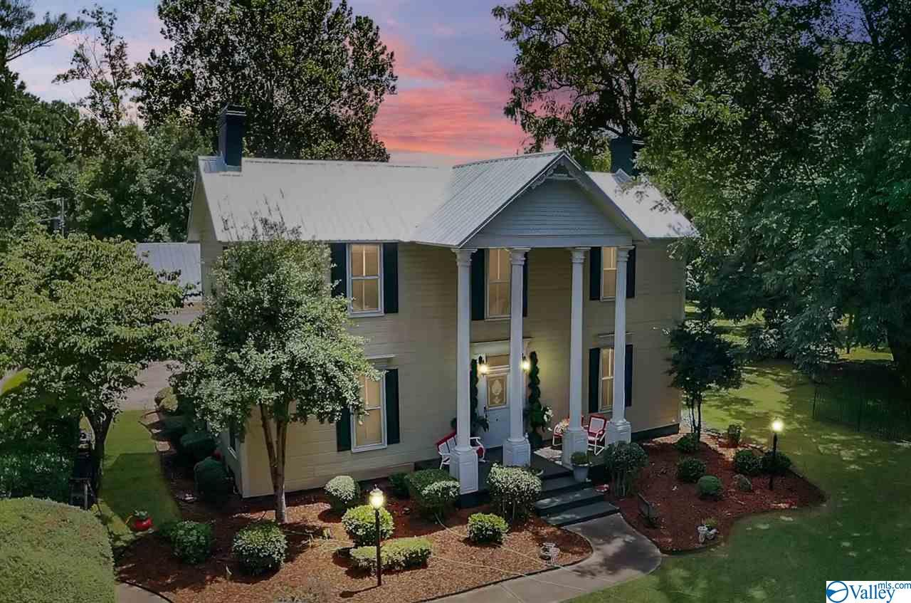 Photo of home for sale at 11556 Highway 231/431 North, Meridianville AL