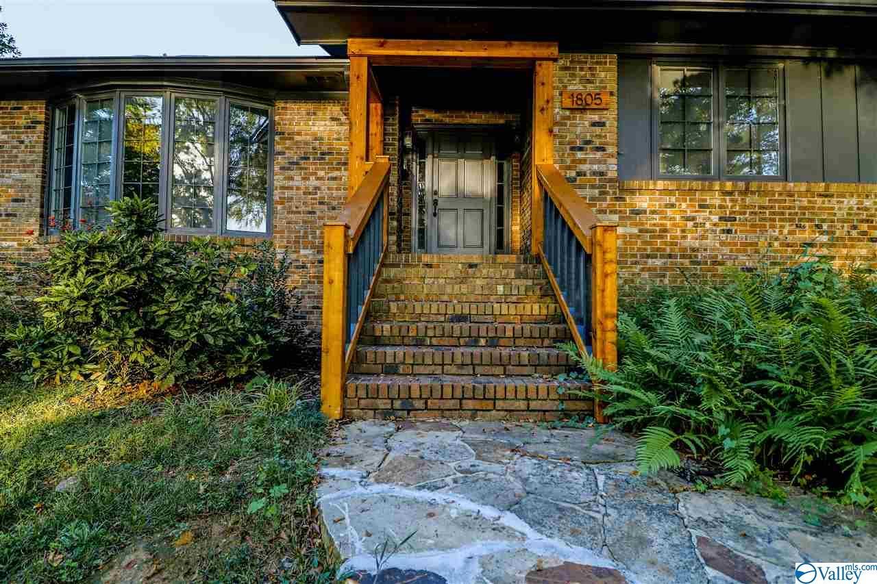 Photo of home for sale at 1805 Roseberry Drive, Scottsboro AL
