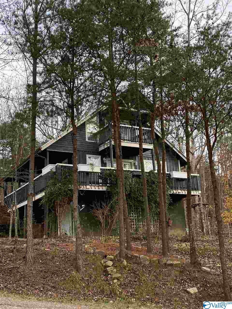 Photo of home for sale at 2494 County Road 166 (Citadel Rock Road), Fort Payne AL