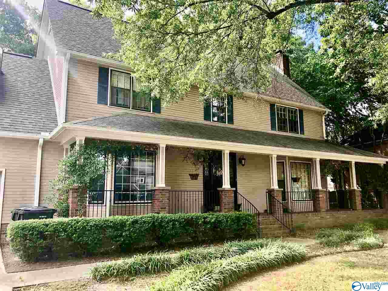 Photo of home for sale at 2407 Huntington Lane, Decatur AL