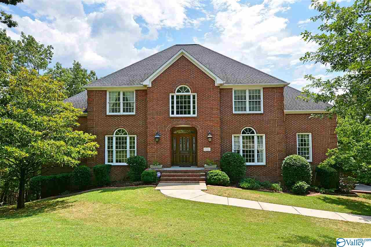 Photo of home for sale at 1502 Trinity Road, Huntsville AL
