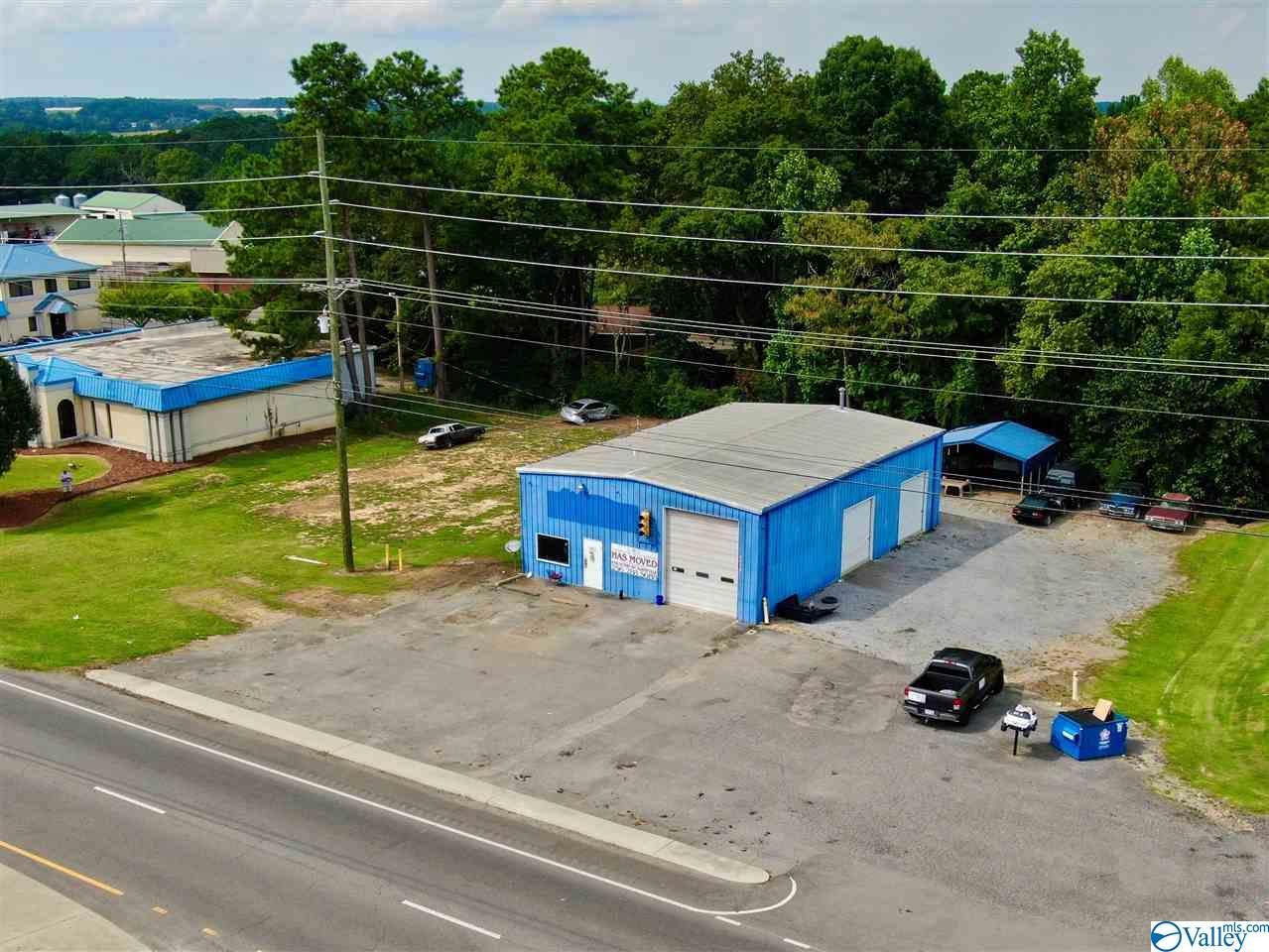 Photo of home for sale at 8958 Highway 431, Albertville AL