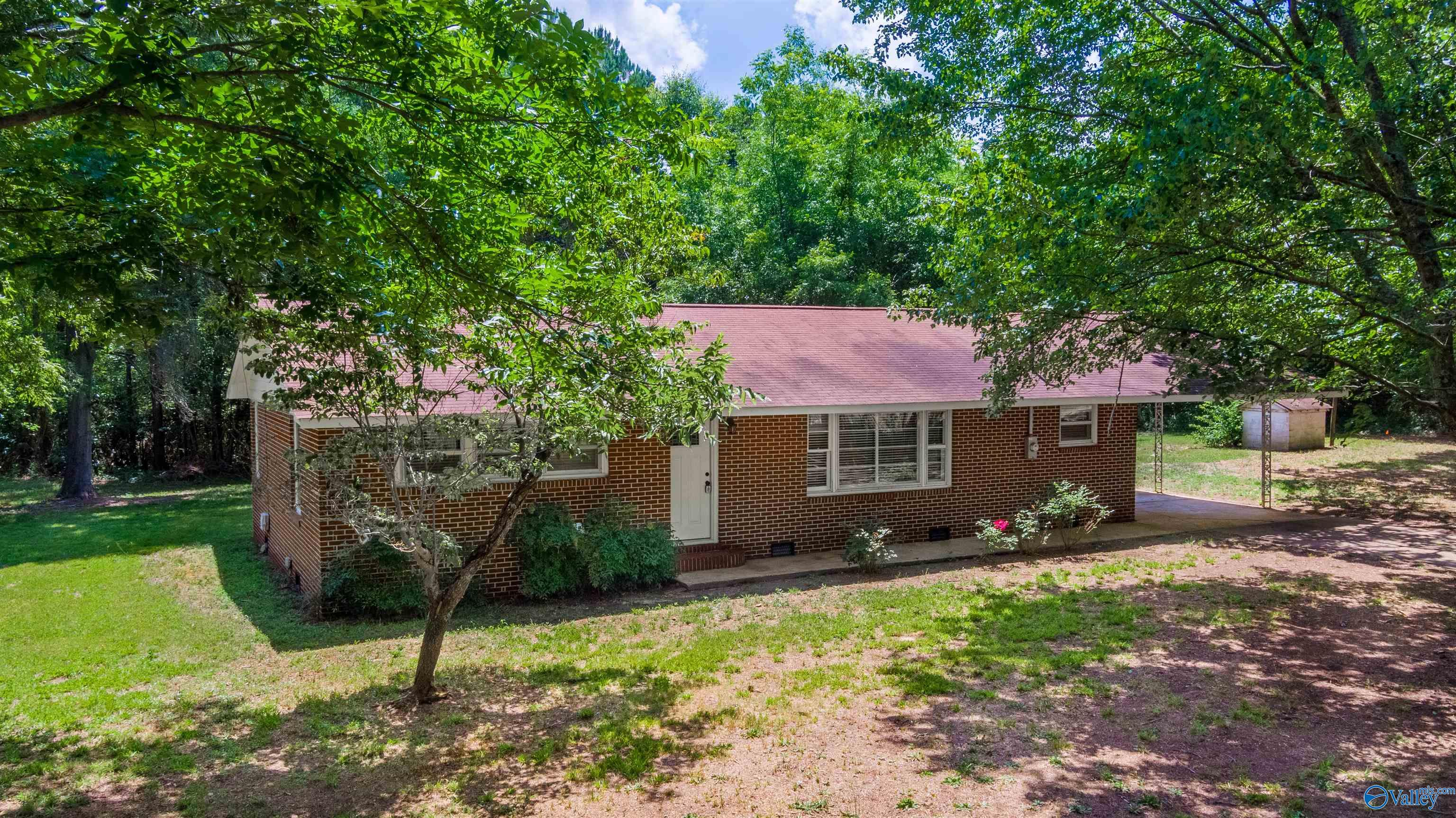 Photo of home for sale at 1323 Mccurdy Avenue, Rainsville AL