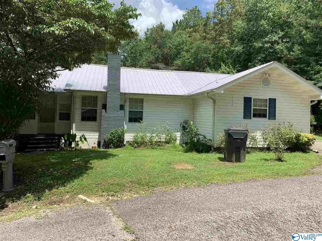 Photo of home for sale at 155 Lamar Whitt Road, Attalla AL