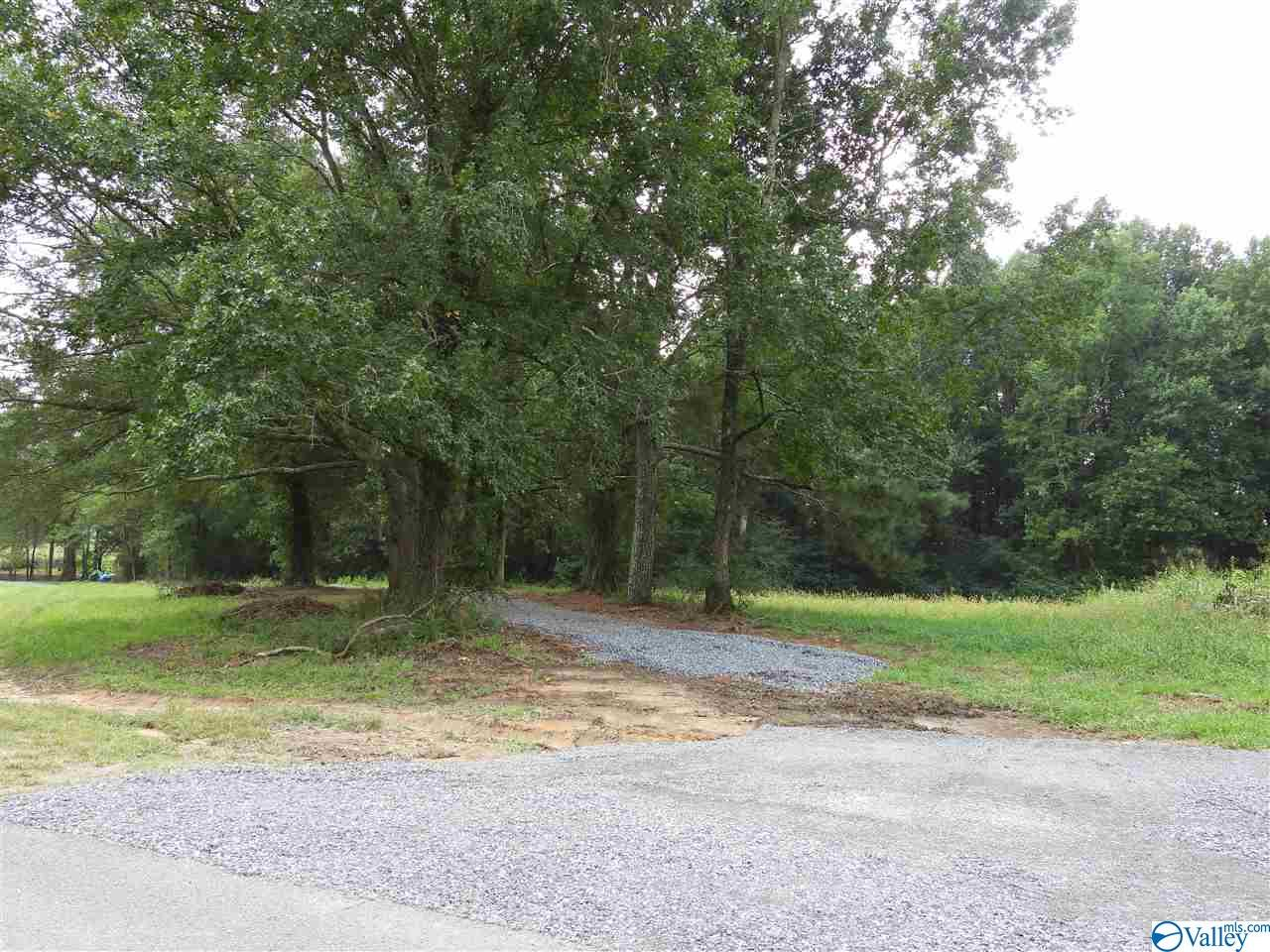 Photo of home for sale at 6 Hillside Drive, Arab AL