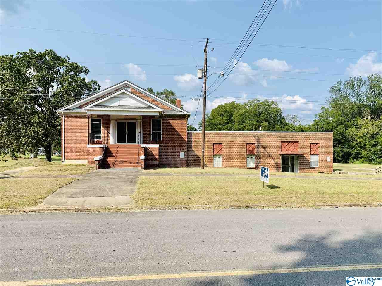 Photo of home for sale at 615 Gaines Street, Attalla AL