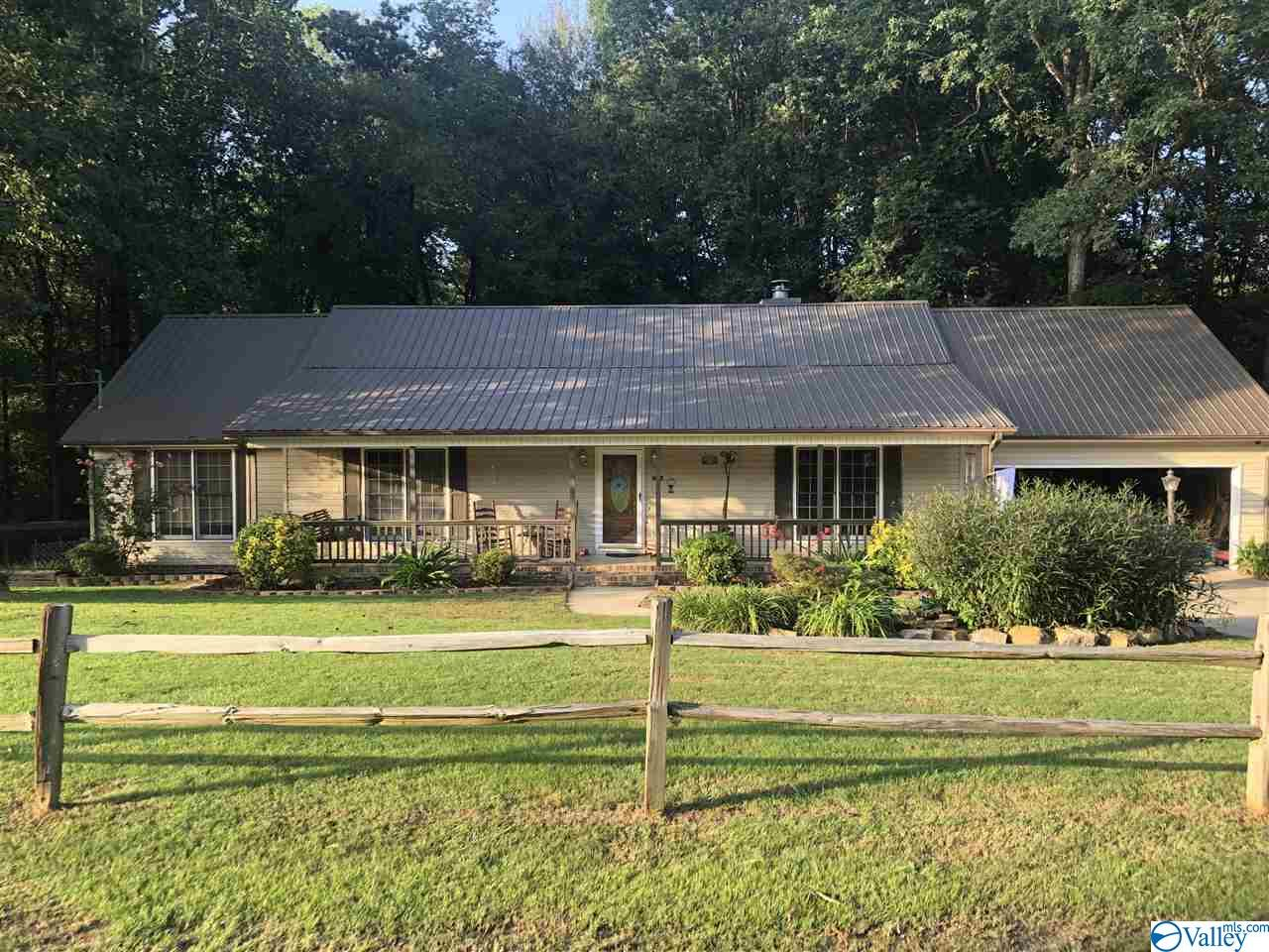 Photo of home for sale at 2375 Waid Circle, Southside AL