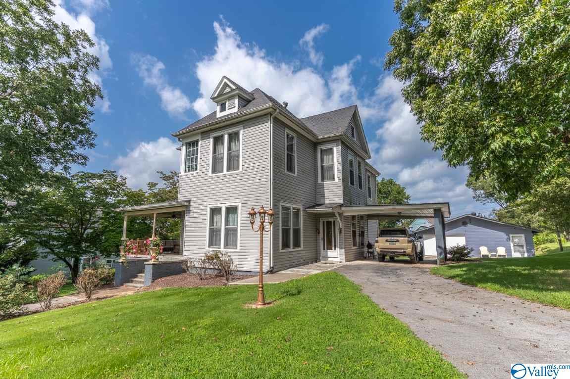 Photo of home for sale at 409 Hoffman Avenue, Bridgeport AL