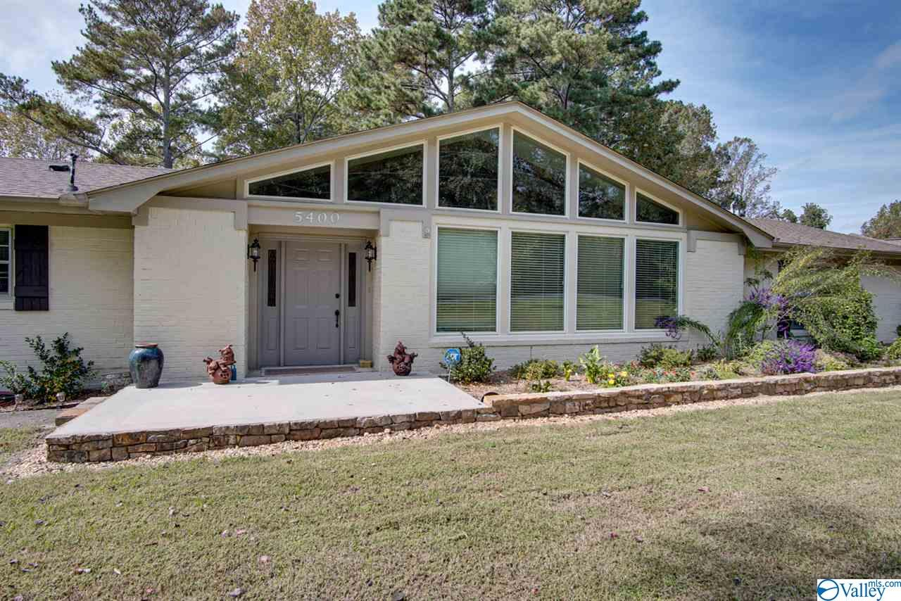 Photo of home for sale at 5400 Spring Creek Drive, Guntersville AL