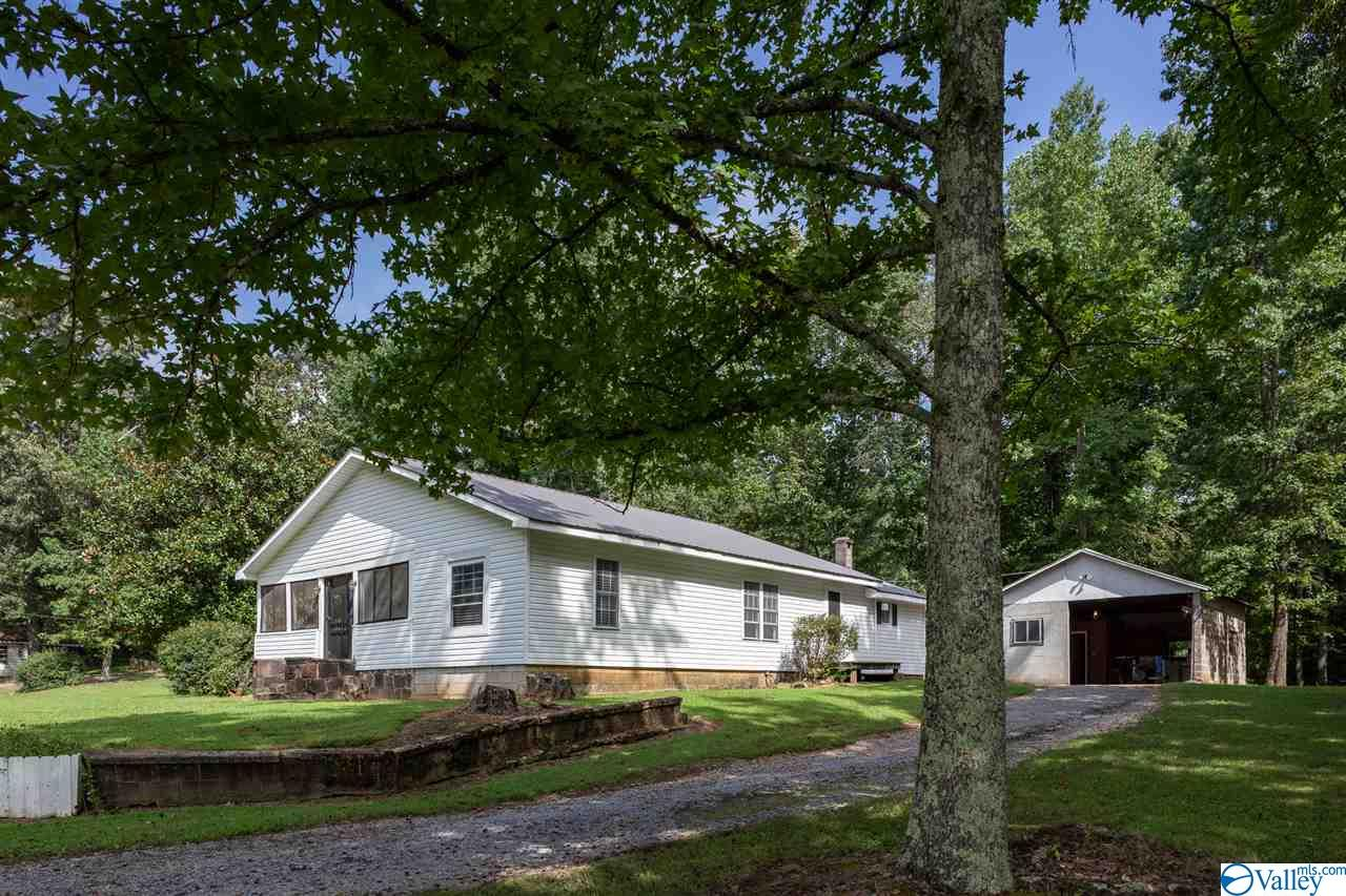 Photo of home for sale at 11886 Alabama Highway 117, Valley Head AL