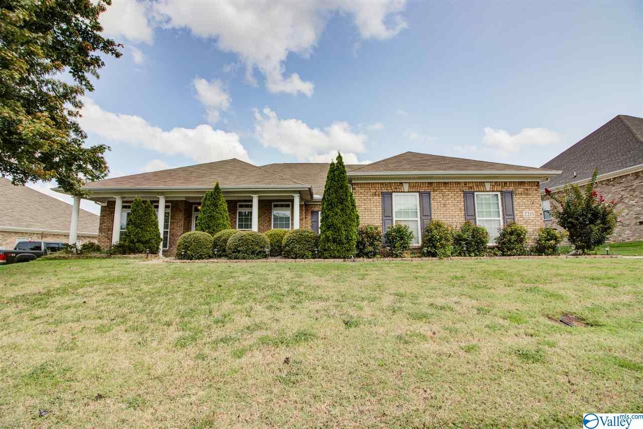 Photo of home for sale at 2218 Rosebrook Drive, Huntsville AL