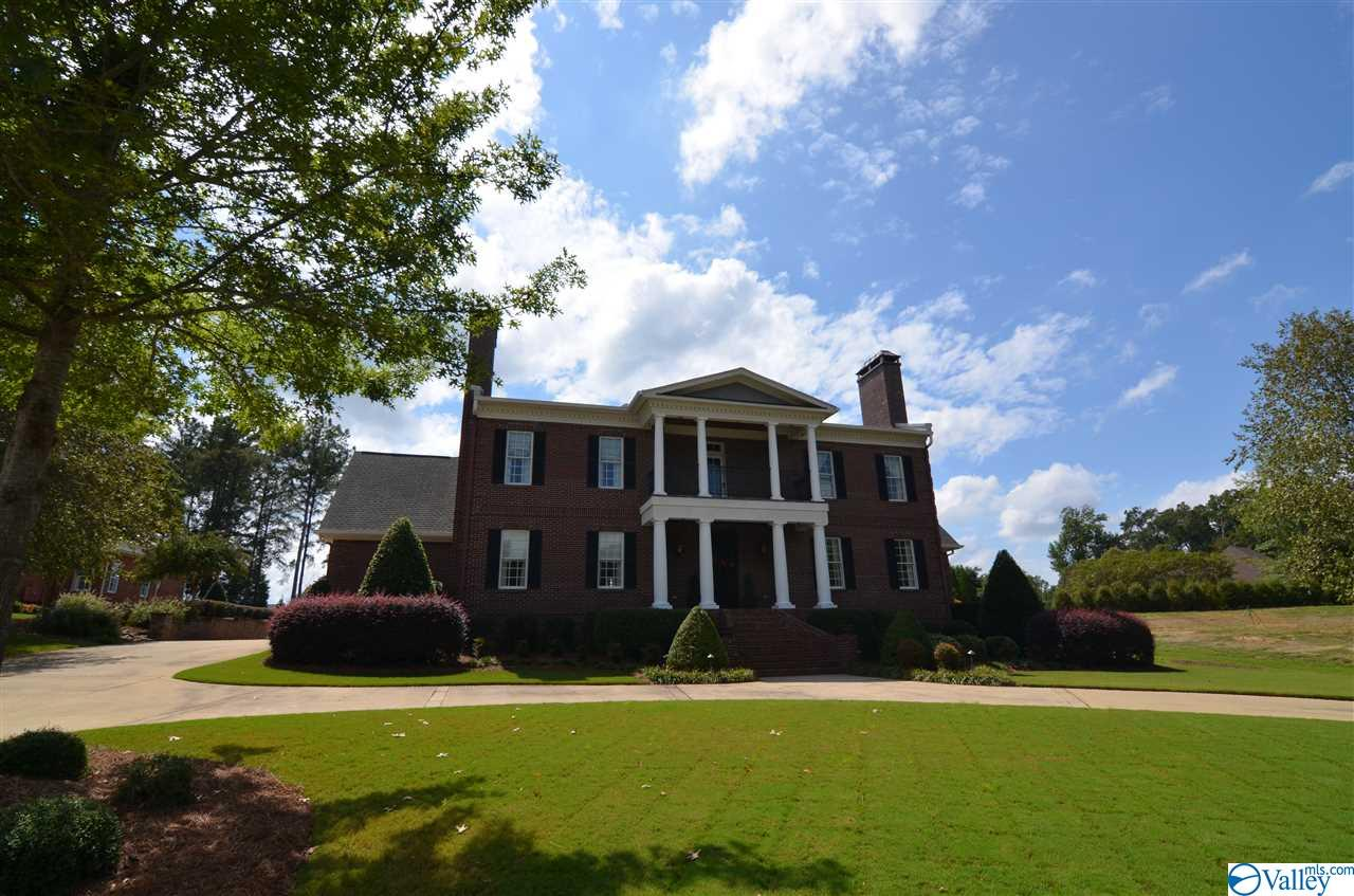 Photo of home for sale at 22 Indian Pine Trace, Gadsden AL