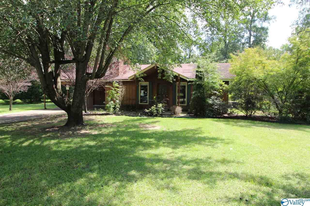 Photo of home for sale at 404 Juanita Street, Glencoe AL