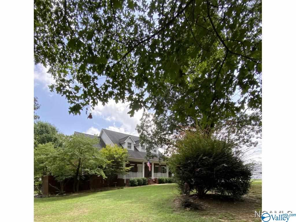 Photo of home for sale at 332 County Road 1493, Cullman AL