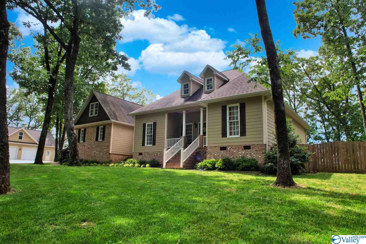 Photo of home for sale at 600 Wilks Drive, Fort Payne AL