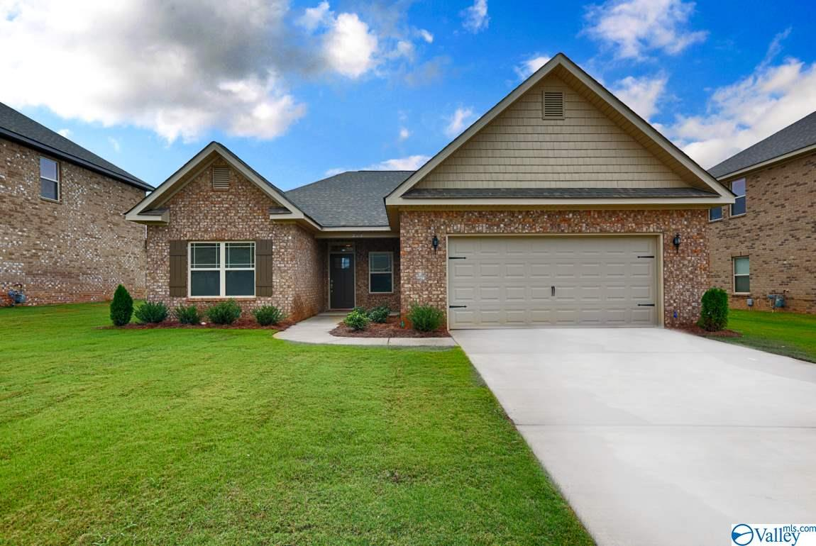 Photo of home for sale at 224 Jubilee Circle, Huntsville AL
