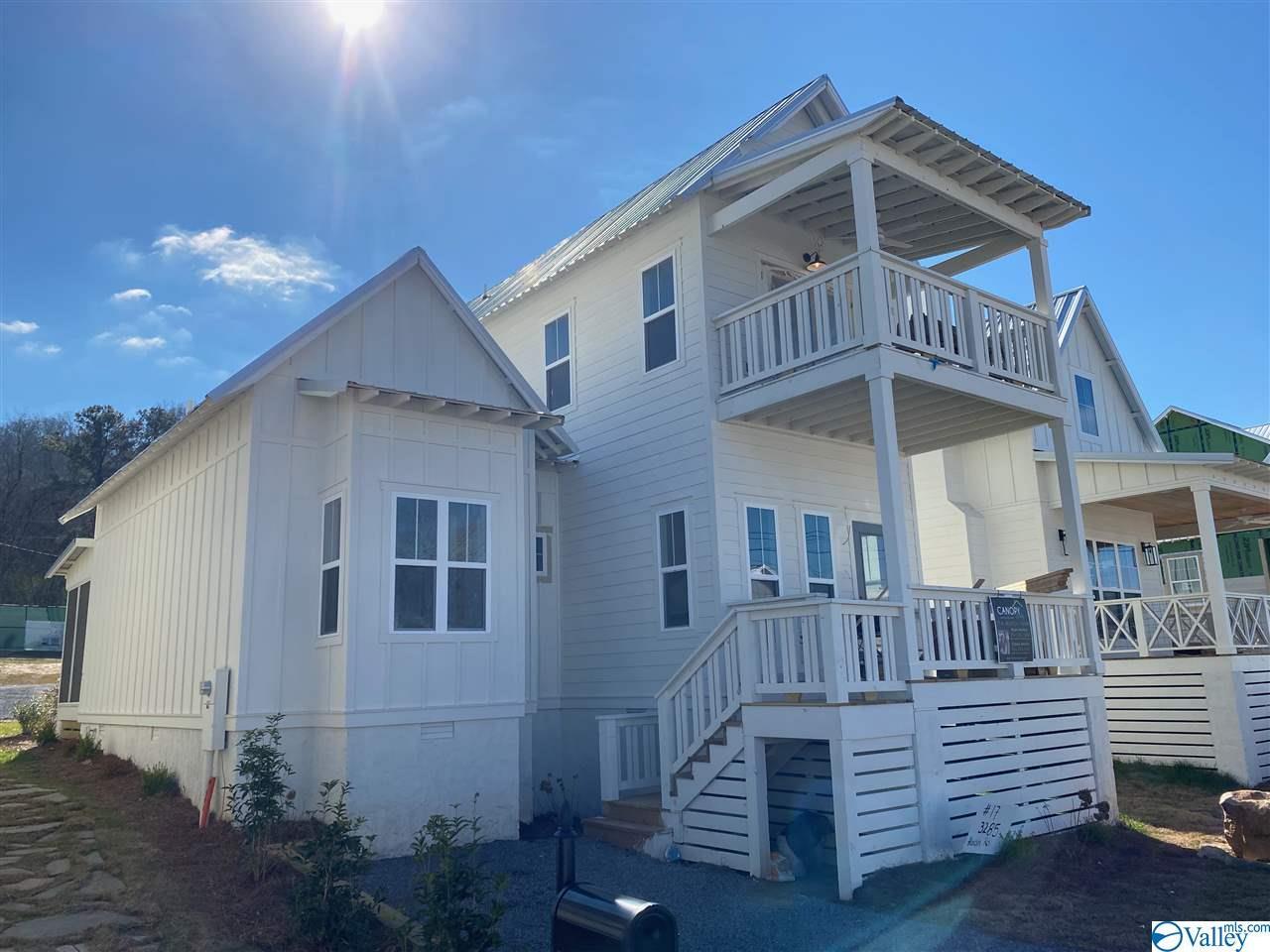 Photo of home for sale at 3285 Hardin Road, Guntersville AL