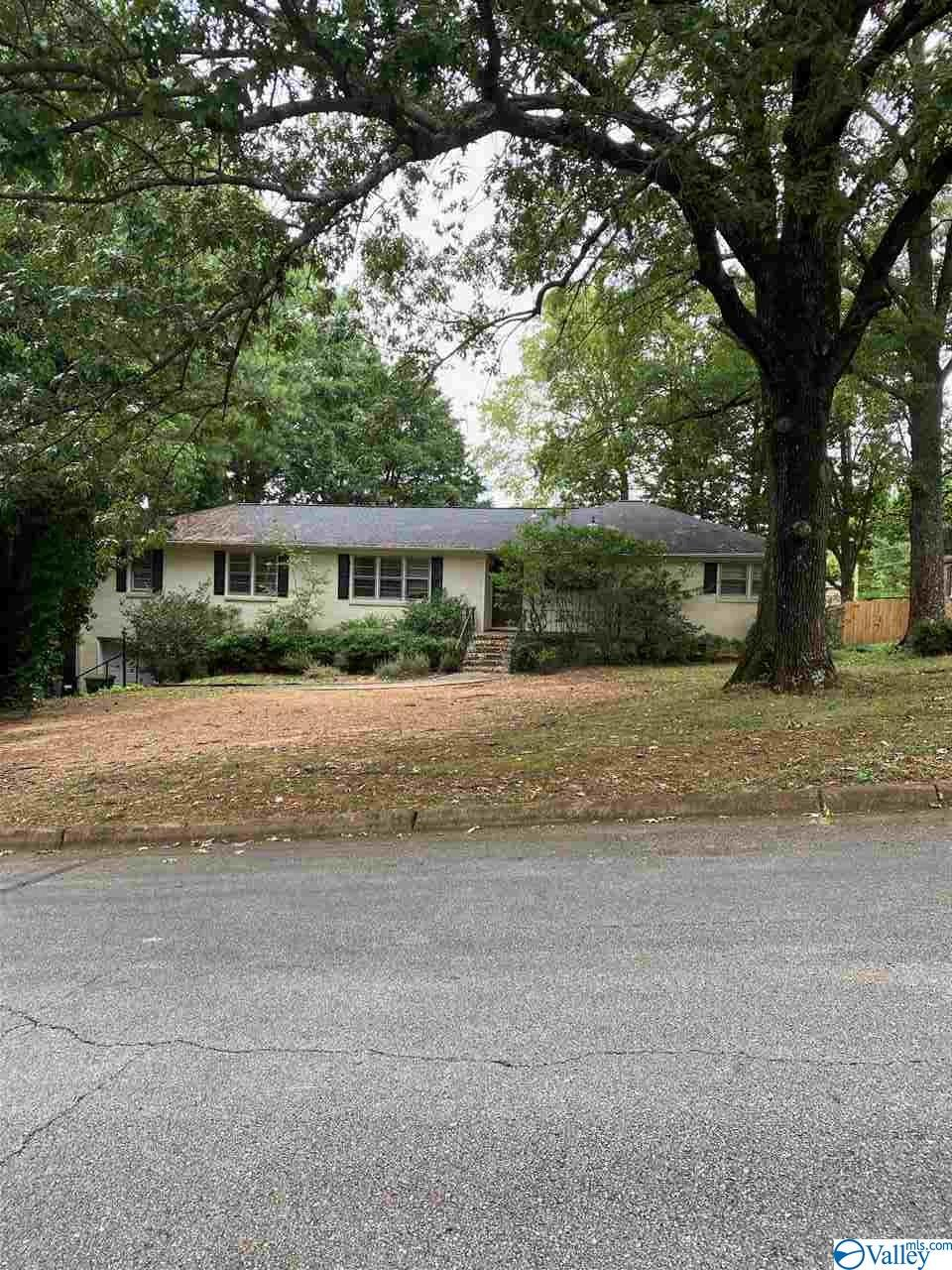 Photo of home for sale at 103 Noble Drive, Huntsville AL