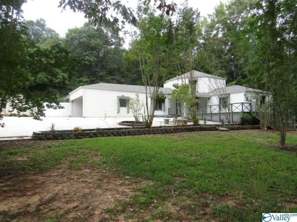 Photo of home for sale at 260 Blowing Springs Road, Hartselle AL