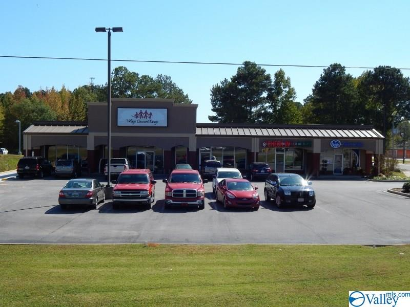 Photo of home for sale at 1726 - D Cherokee Avenue, Cullman AL