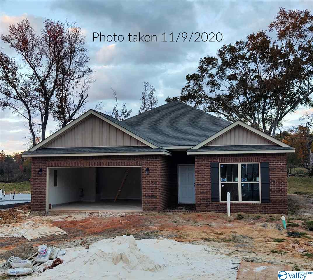 Photo of home for sale at 705 Magnolia Place Lane, Hartselle AL