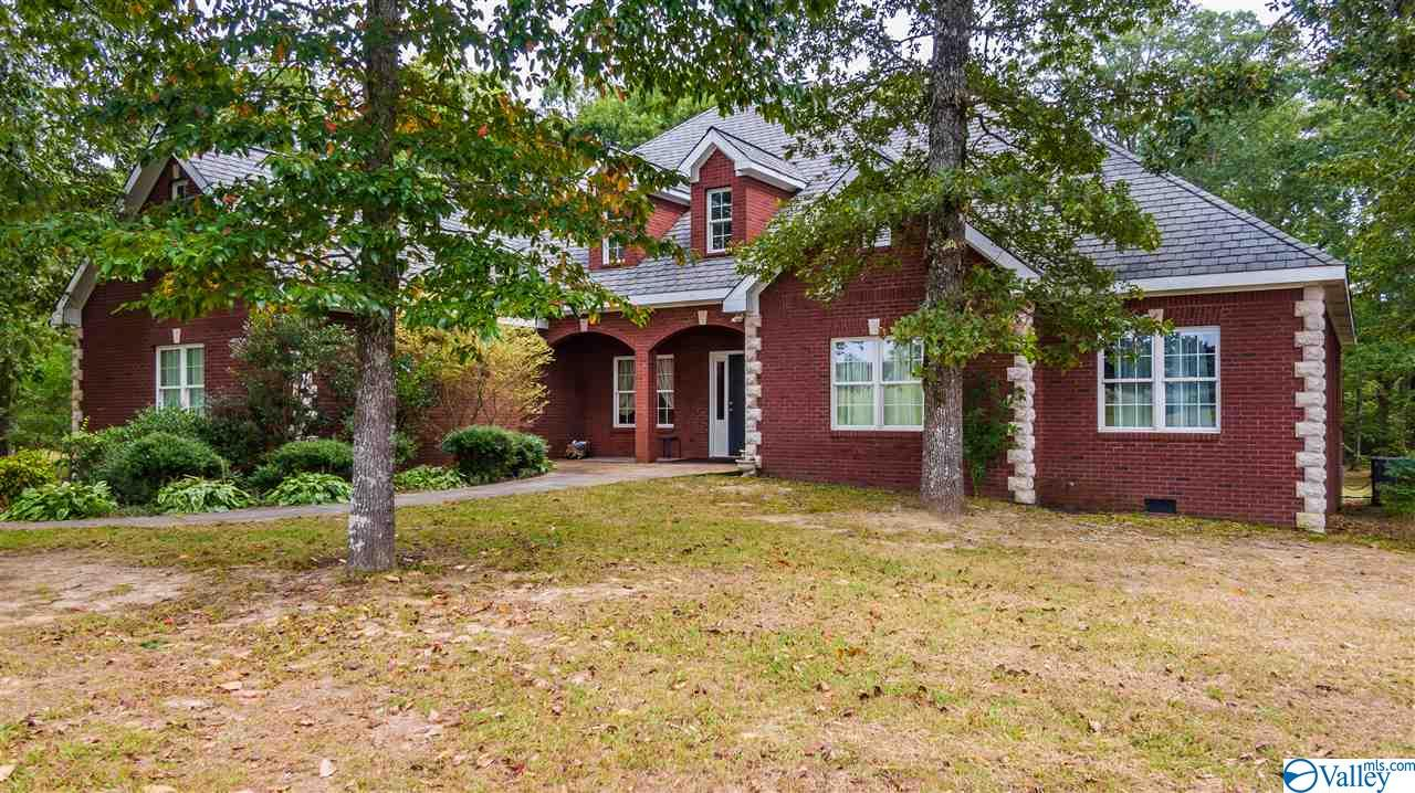 Photo of home for sale at 744 County Road 647, Mentone AL