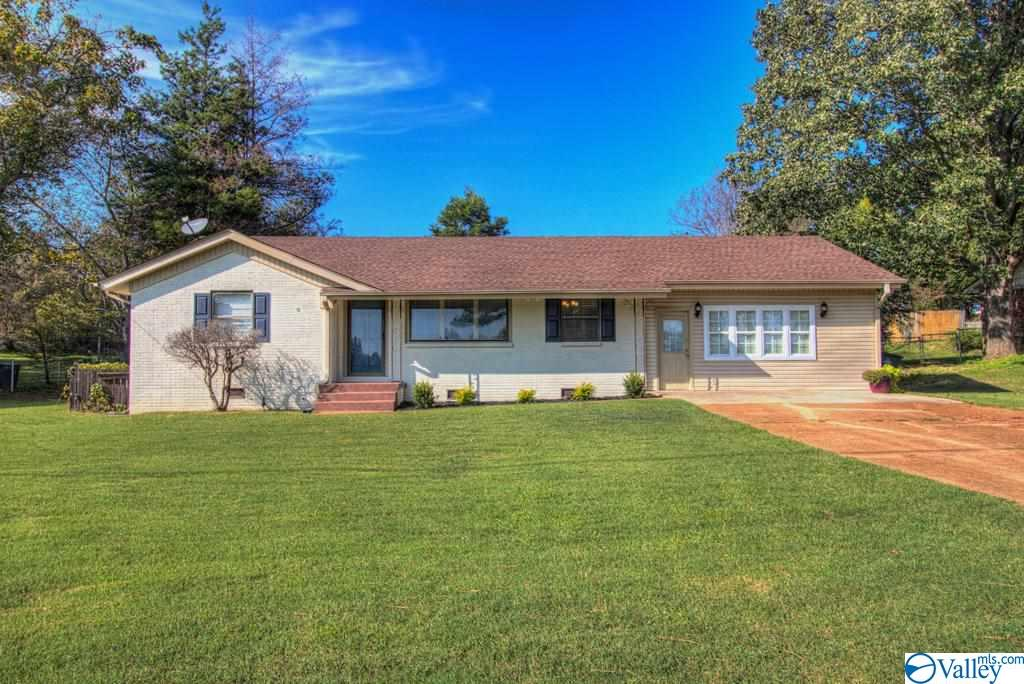 Photo of home for sale at 525 Rasch Road, Florence AL