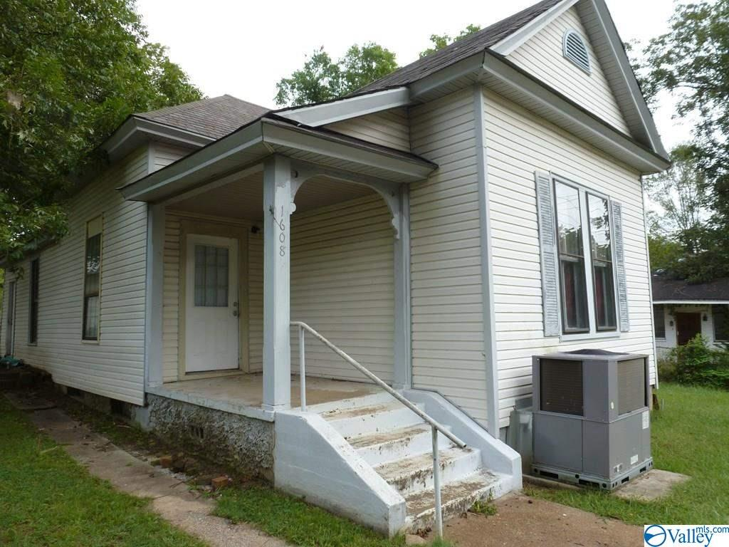Photo of home for sale at 1608 26th Street, Sheffield AL
