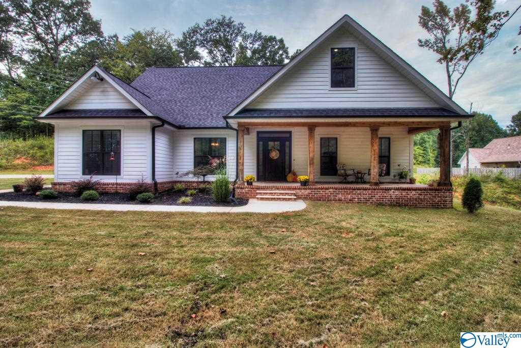 Photo of home for sale at 602 Windover Drive, Florence AL