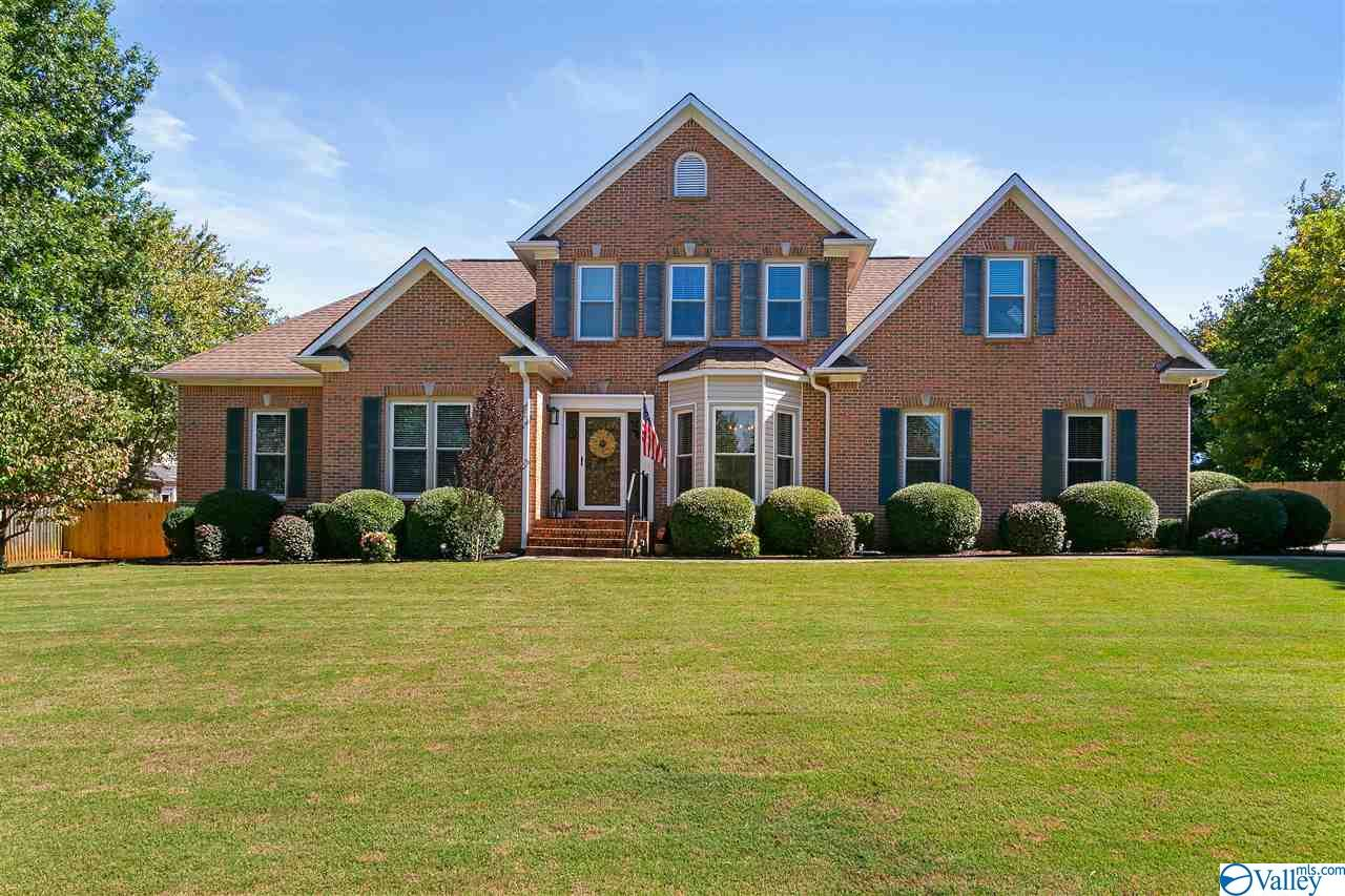 Photo of home for sale at 117 Caenstone Court, Madison AL