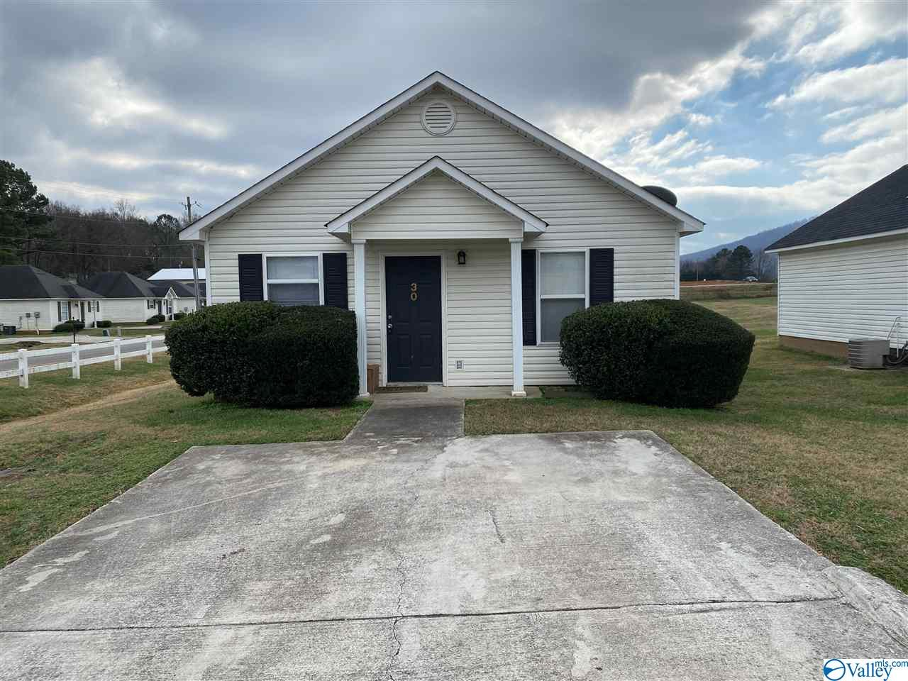 Photo of home for sale at 115 Ryland Ridge Circle, Huntsville AL