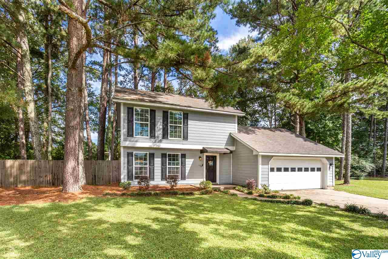 Photo of home for sale at 108 Oxford Place, Rainbow City AL