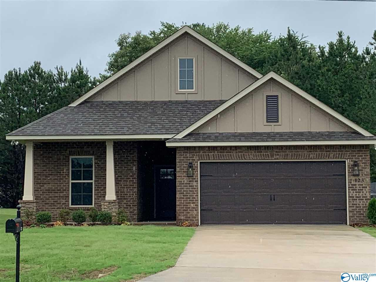 Photo of home for sale at 123 Gardencove Circle, Huntsville AL