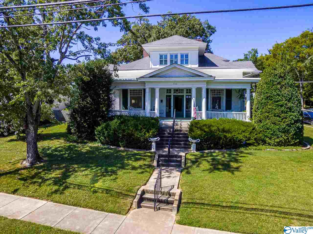 Photo of home for sale at 310 Mulberry Avenue, Fayetteville TN