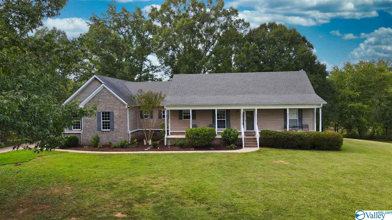 Photo of home for sale at 801 Herbert Clark Road, Toney AL