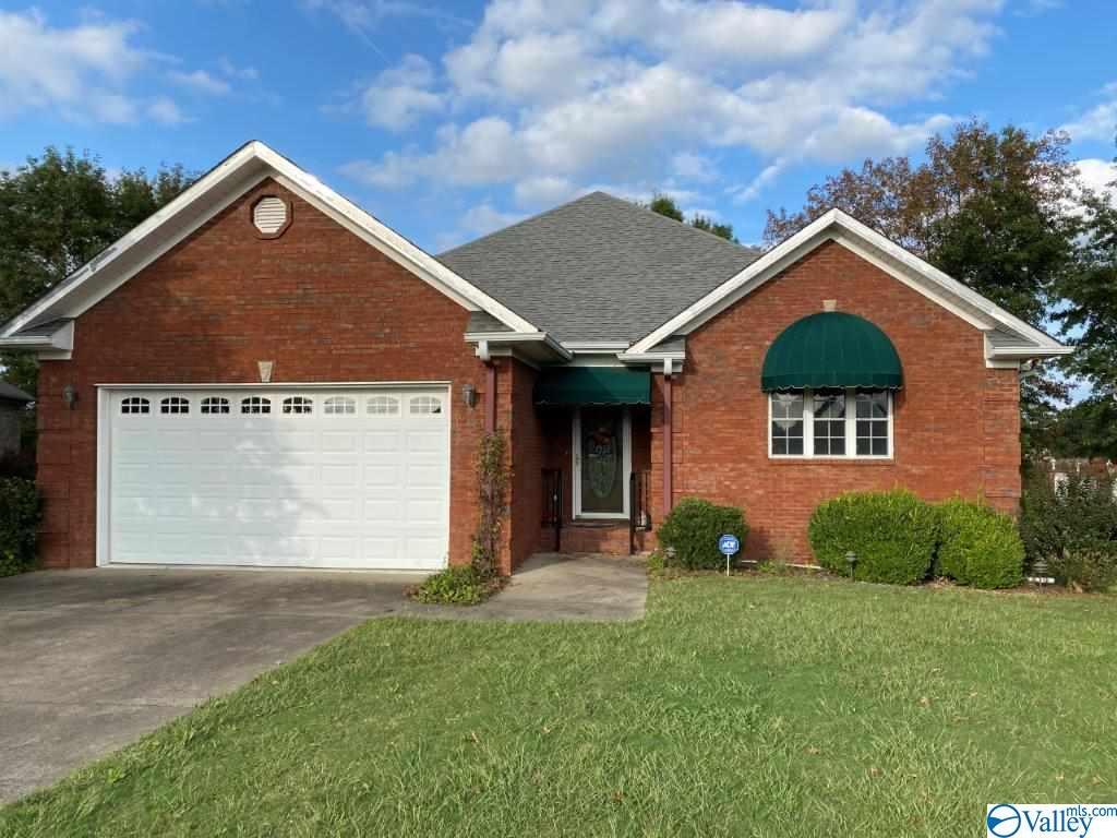 Photo of home for sale at 94 Village Lane, Boaz AL